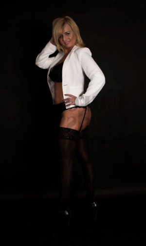Anne-sandrine escort girl in Edwardsville